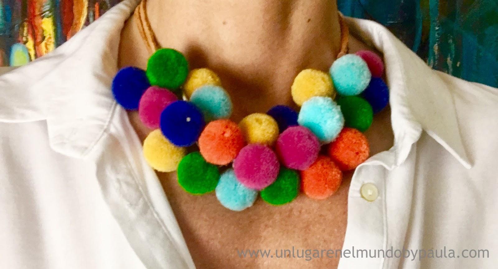Collar corto con pompones de colores. – Un lugar en el mundo by Paula c8bbf29edde4
