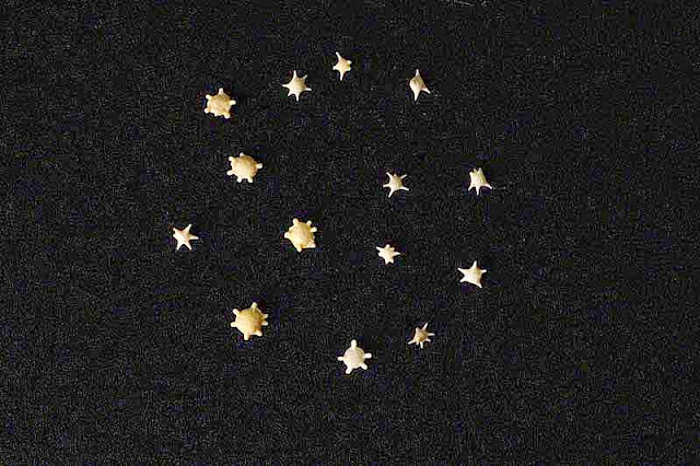 grains of sand, star-shaped
