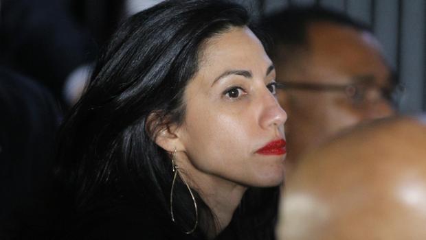 Huma Abedin desapareceu, na sequência do anúncio do FBI que estava investigando milhares de e-mails encontrados no laptop compartilhado por ela e seu marido, Anthony Weiner