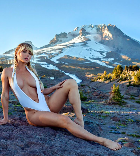 Hot girls Sara Underwood show body with bikini 7