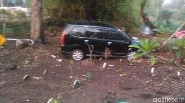 Viral Mobil Masuk Kuburan gegara Sopir Digoda Hantu, Benarkah?
