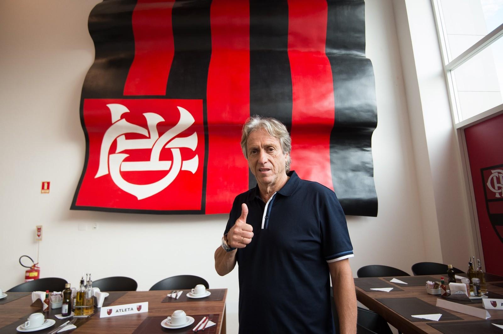 70dc0ddb6d Nesta quinta-feira, a partir das 10h, no Ninho do Urubu, o técnico Jorge  Jesus comanda seu primeiro treino no comando da equipe do Flamengo.