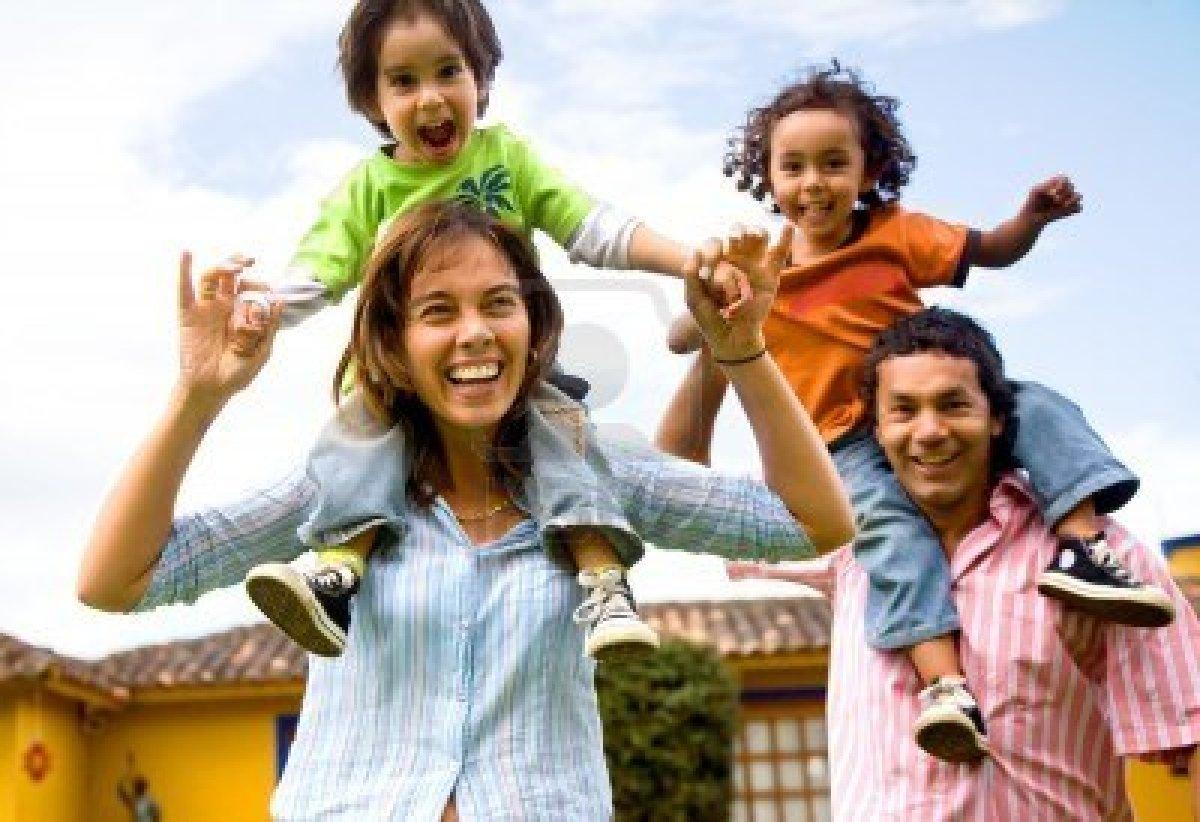 LA FAMILIA COMO BASE DE LA SOCIEDAD