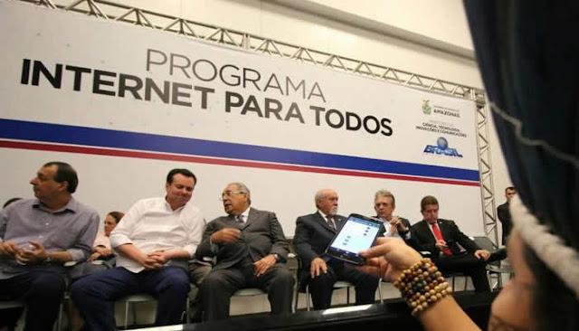 """Com satélite em órbita, governo lança o programa """"internet para todos""""."""