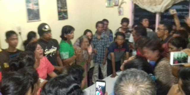 "Histeris! Jenazah Justinus Sinaga Korban Pembunuhan di Bogor Tiba di Siantar ""O..Botou Hu…O Botou.. Bapak Johanes…"""