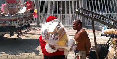 Papá Noel brasilero hace un gesto de caridad impresionante en Navidad