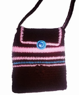 http://translate.google.es/translate?hl=es&sl=en&tl=es&u=http%3A%2F%2Fcrochetforyou.weebly.com%2F1%2Fpost%2F2013%2F10%2Fsmall-bag-with-long-strap.html