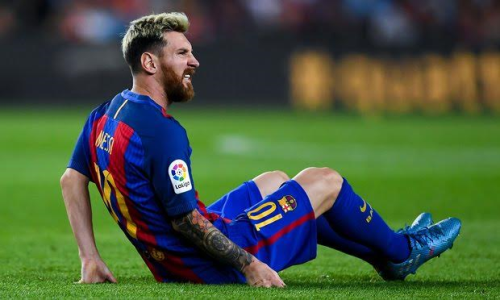 Barcelona star Lionel Messi injured during Atletico clash, out for three weeks