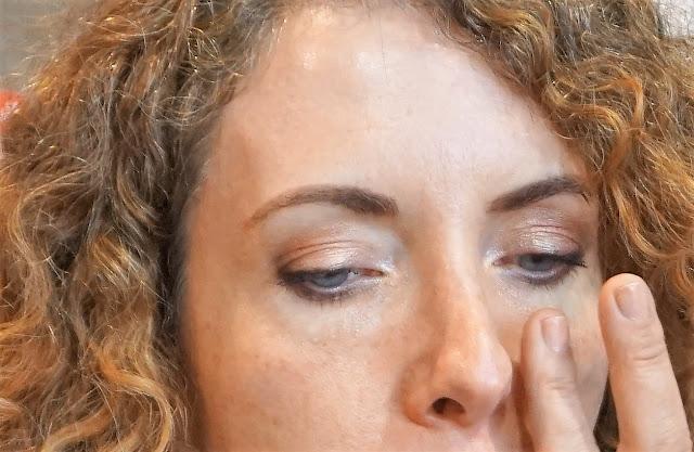Le Blue Serum Eye évite à la paupière inférieure de marquer