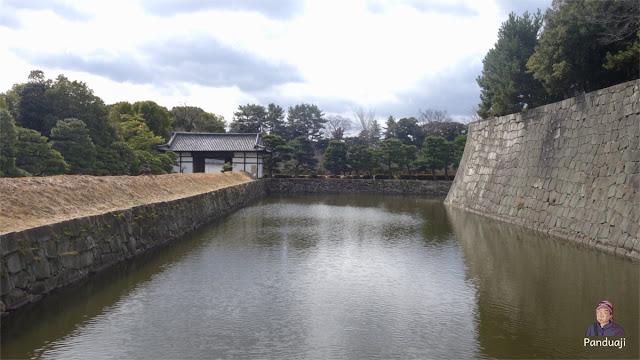Kolam di Nijo Castle