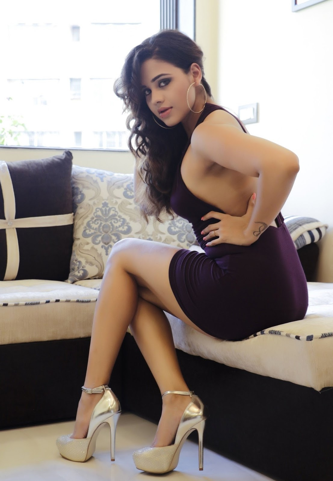 Parina Mirza Super Sexy Skin Show In Her Latest Hot Photo