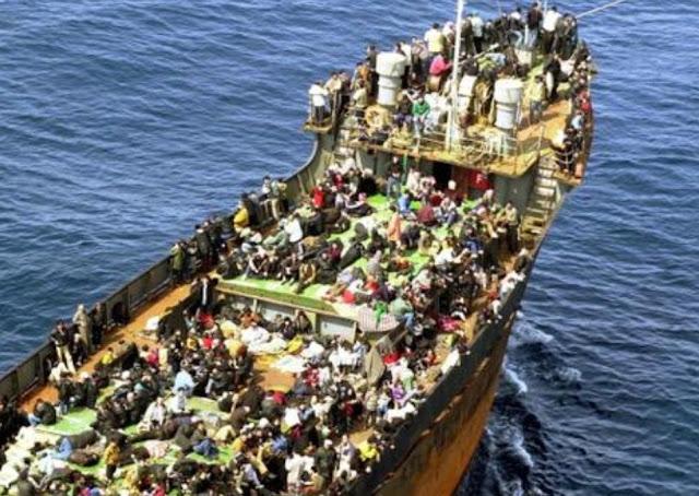"""صحيفة إيطالية: 100 الف مهاجر على استعداد للإنطلاق إلى إيطاليا بمجرد تلقي إشارة للقيام بذلك""""."""