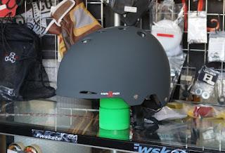 スケートボード用具の一つ、トリプルエイトゴッサムヘルメット