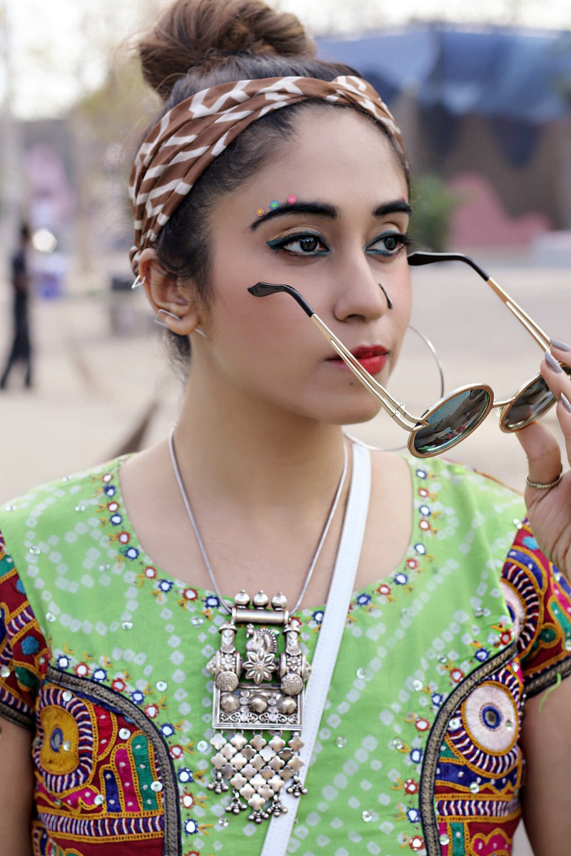 How to Apply Makeup for a Fancy Party , face art, bindi
