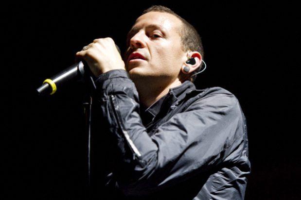 RIP Chester Bennington, Berita Gantung Diri Vokalis Linkin Park ini Bikin Patah Hati Anak 90-an.