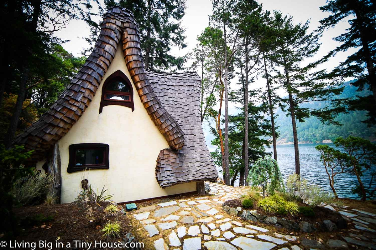 10-Side-View-of-the-House-Lindcroft-Custom-Dwellings-The-Winckler-Fairy-Tale-Fantasy-Architecture-www-designstack-co