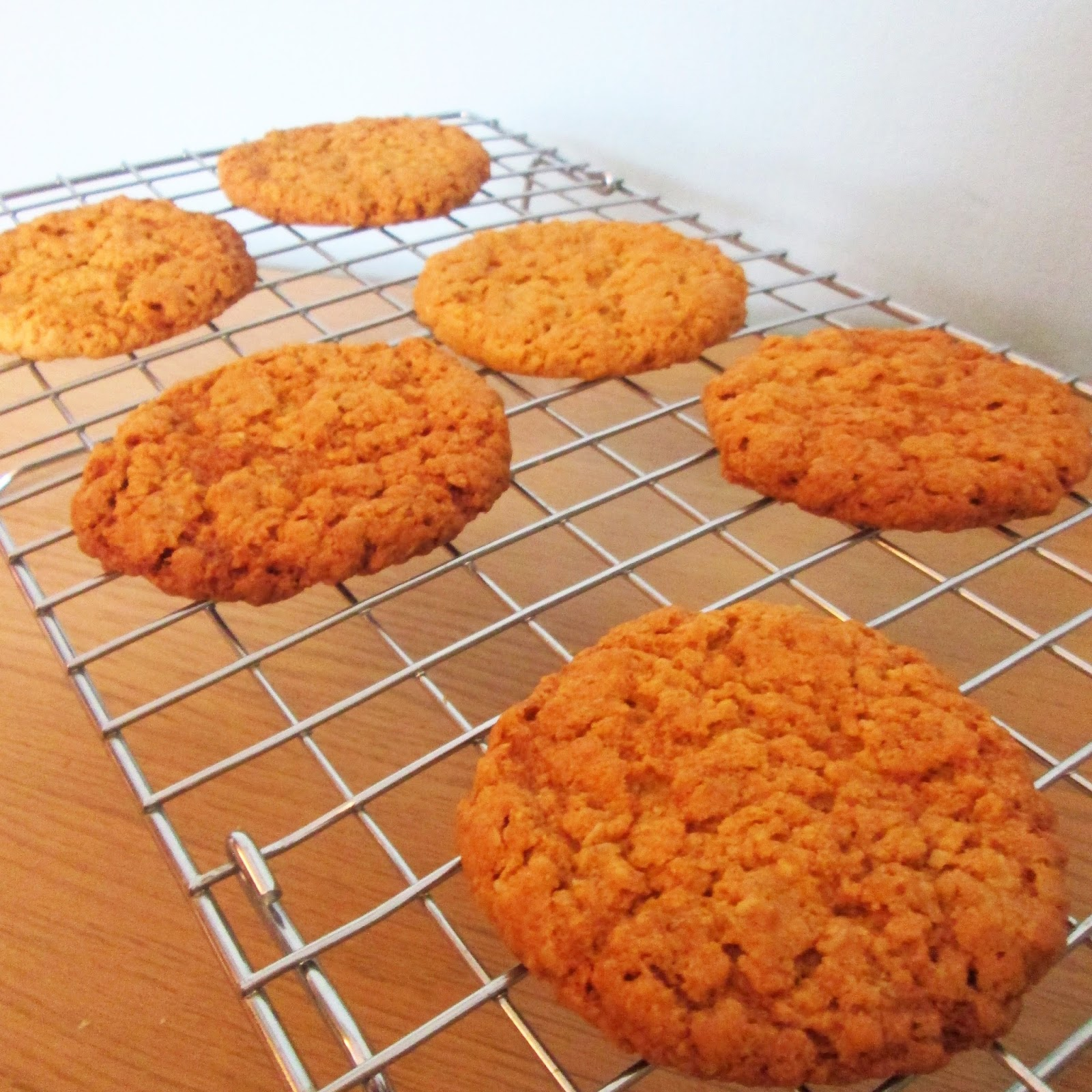 Messy Kitchen After Baking: THE MESSY KITCHEN: Oaty Cookies (Hobnobs