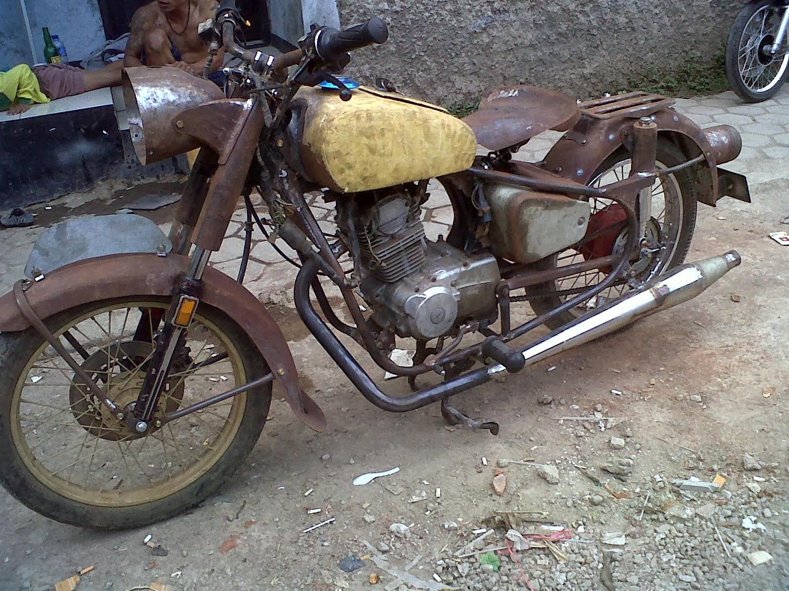 Foto Bengkel Modifikasi Motor Antik