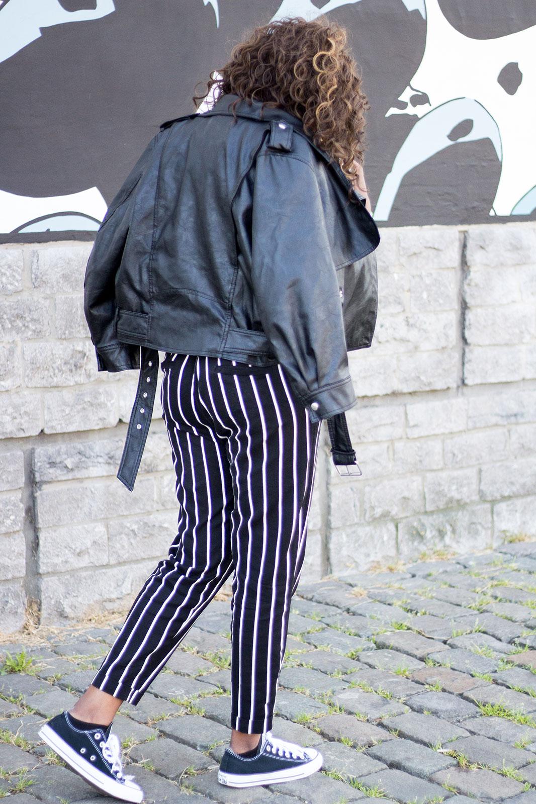 Blogueuse-pantalon-raye-noir