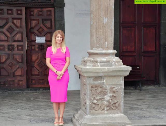 La Concejalía de Turismo promociona la capital en el aeropuerto Tenerife Norte para captar visitantes canarios