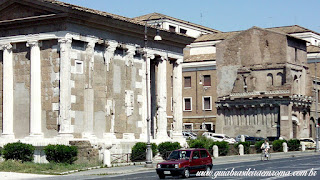 Templo de Pórtunus com a antiga residência dos nobres Crescenzi