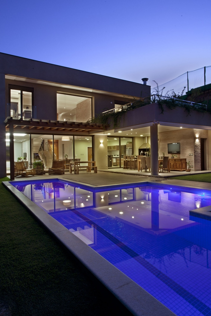 Swimming pool in Residencia DF by Pupo Gaspar Arquitetura
