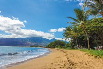 tis liburan memancing ngirit asyik bermain di pantai
