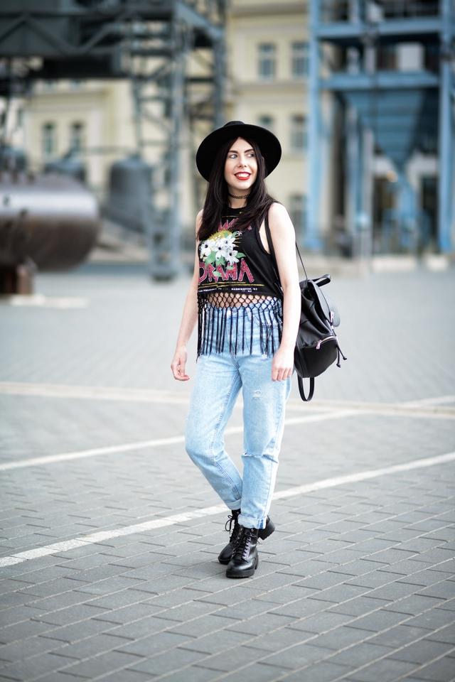 styl rockowy blog | rockstyle | jak nosić styl rockowy | stylizacja z kapeluszem | styl grunge | mom jeans | glany | EC1 Łódź Miasto Kultury | Łódź | blogerka z Łodzi | blog modowy | blogerka modowa