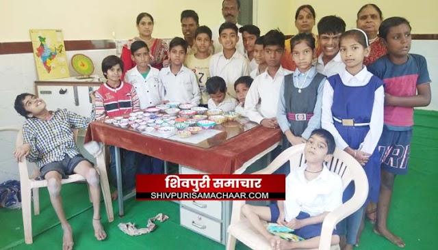 दिव्यांग बच्चों ने दिखाई प्रतीभा, तैयार किए इको फ्रेंडली दीपक | Shivpuri News