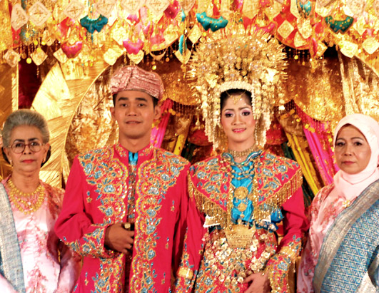 The 10 Luckiest Wedding Traditions From Around The World: WEDDING COLLECTIONS: Indonesian Wedding Dresses