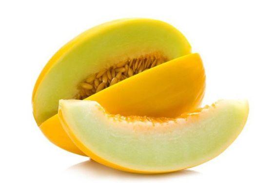 O melão é uma fruta muito suculenta, contém a poupa doce, o melão é rica em vitaminas, A,B,C e E, é ótimo para emagrecer, saiba mais dessa fruta no blog.