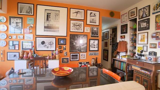 Fotógrafa transforma casa em galeria com coleção pessoal