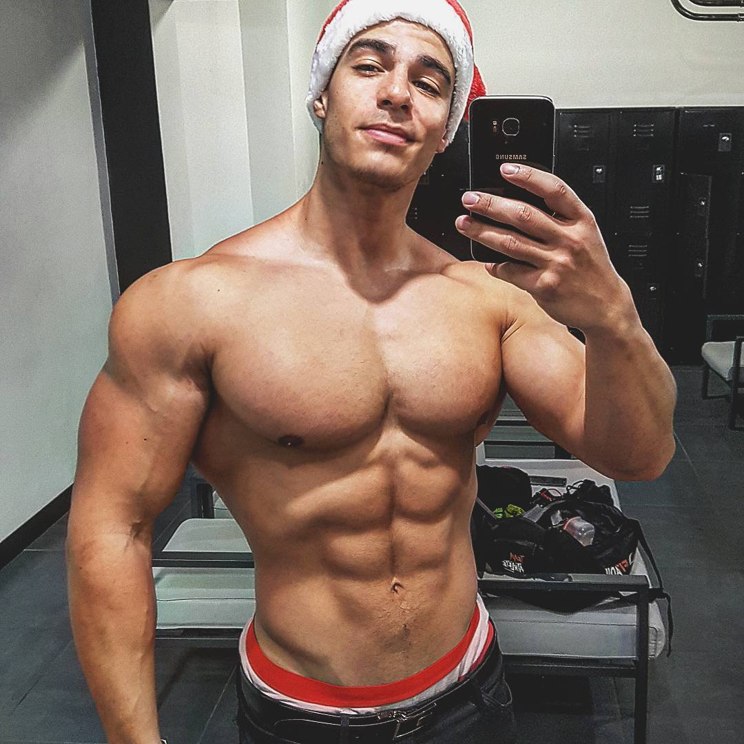 shirtless-handsome-muscle-loic-zine-santa-clause