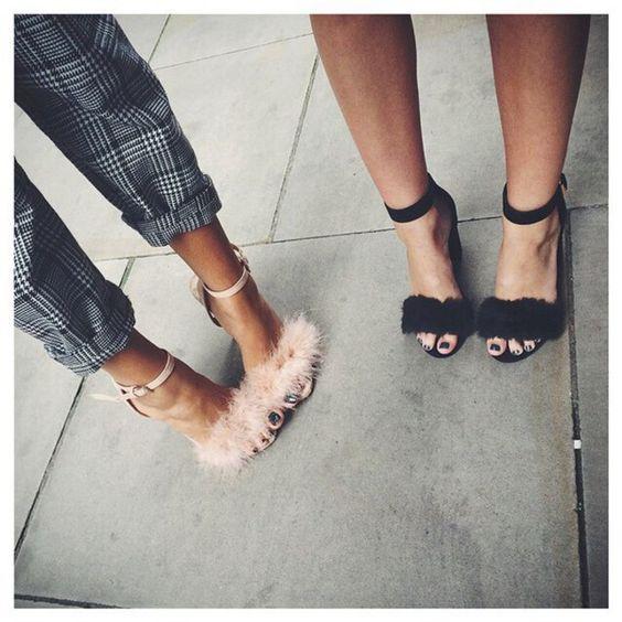 sandalias de pelo rosas y negras