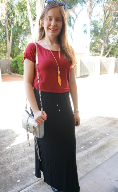 5 outfits, 5 days outfit 1 burgundy tee black drawstring waist maxi skirt for playgroup | awayfromblue