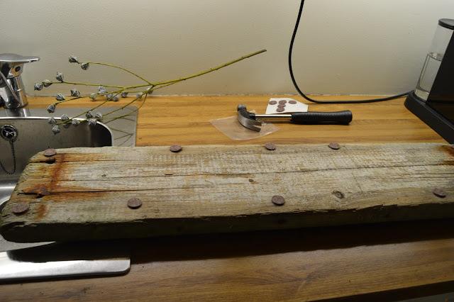 Setter møbelknotter under drivved