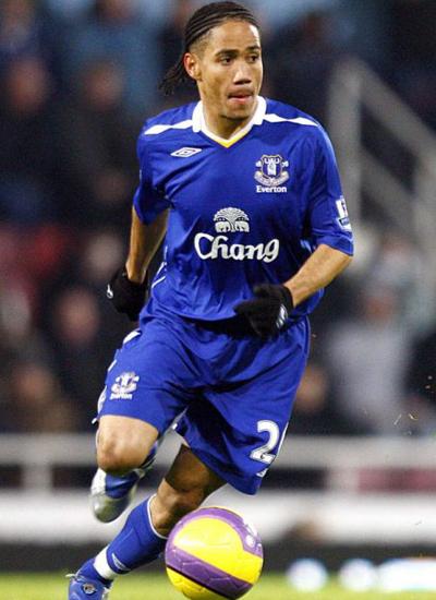 BBC Football: Everton Transfer >> Everton gets Steven Pienaar from
