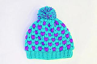 Imagen Gorro de navidad original a crochet azul y lila 1