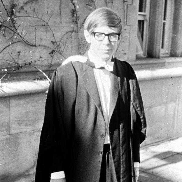 Stephen Hawking ở đại học trước khi bị chẩn đoán căn bệnh về neuron vận động. Hình ảnh: REX.