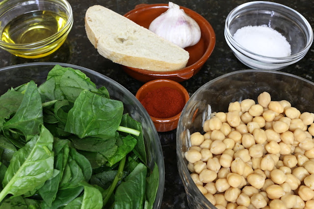 Ingredientes para espinacas con garbanzos