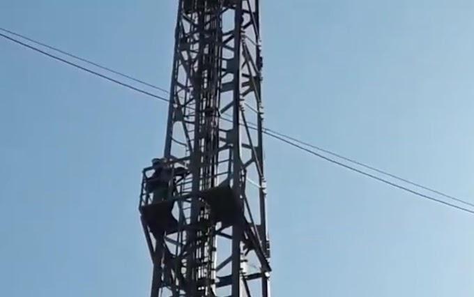 कारवाही न होने से नाराज युवक चढ़ गया मोबाइल टॉवर पर, ये था मामला