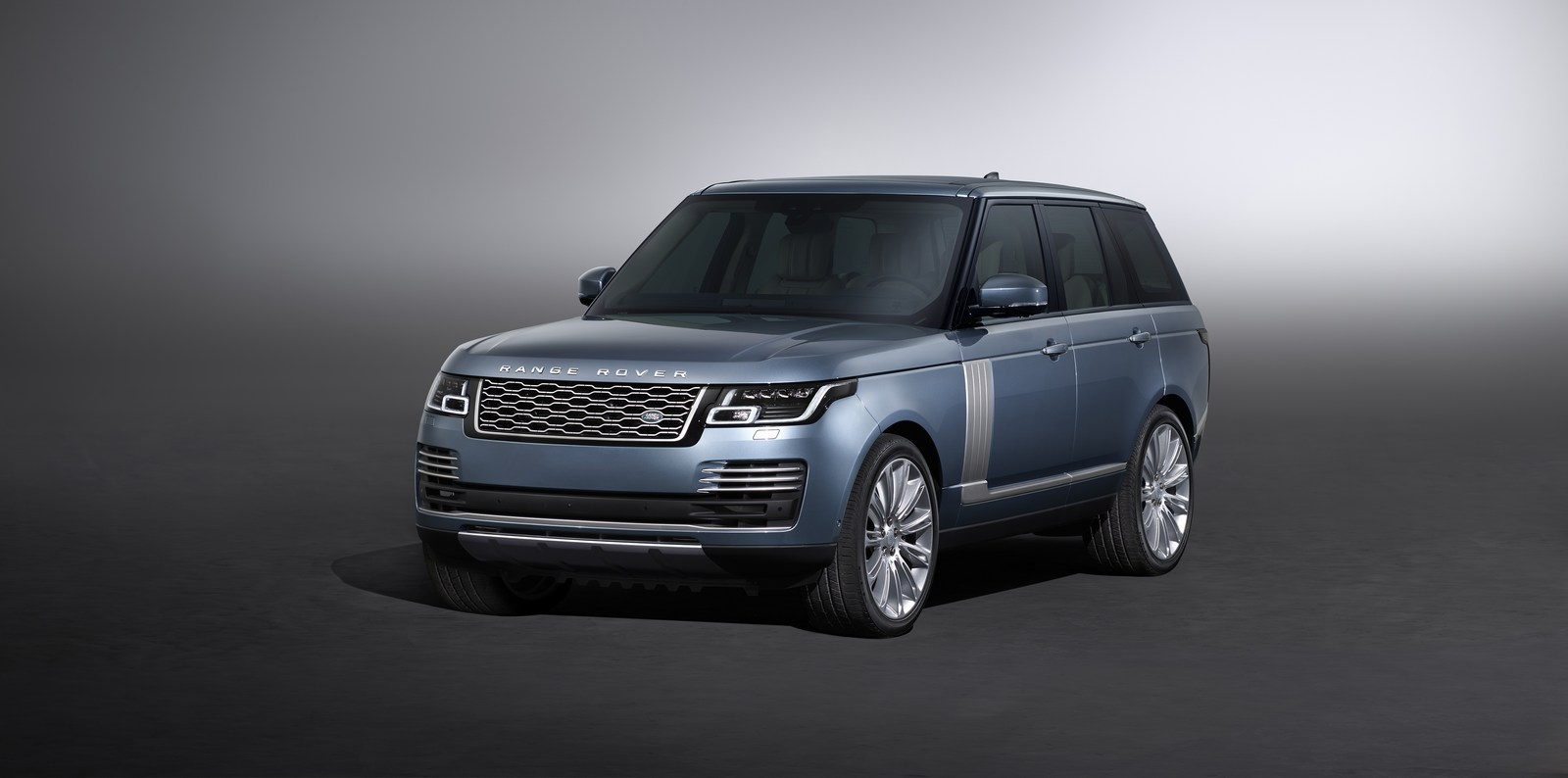 2018 range rover facelift unveiled with new plug in hybrid variant carscoops. Black Bedroom Furniture Sets. Home Design Ideas