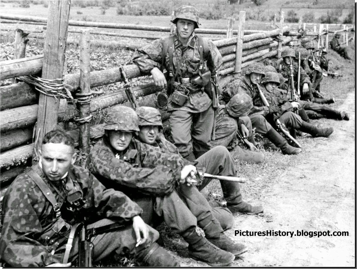 Waffen SS soldiers rest Eastern front 1941