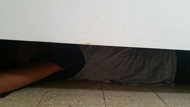 """אמו של הנער: """"הילד שבר כלי, מסתגר בבית, מסתתר מתחת למיטה"""""""