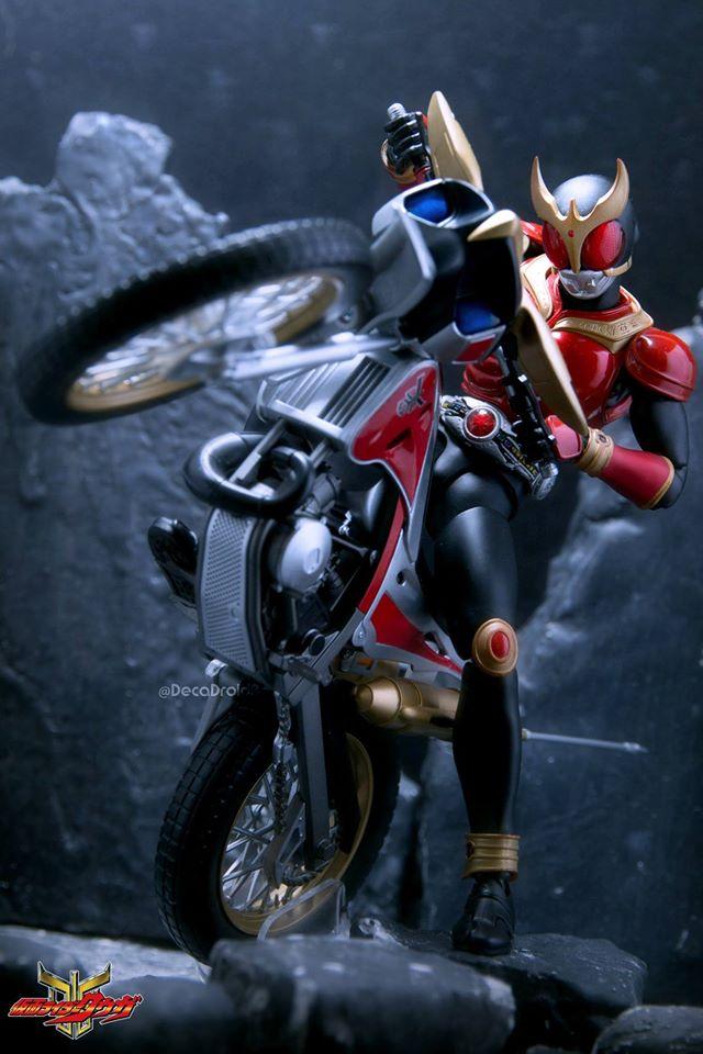 Kamen Rider Kuuga With Trychaser 2000
