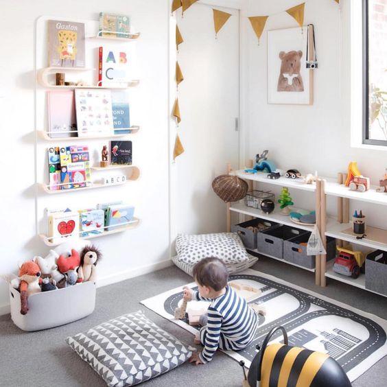 como decorar habitacion infantil montessori con mobiliario a su altura y habitacion ordenada