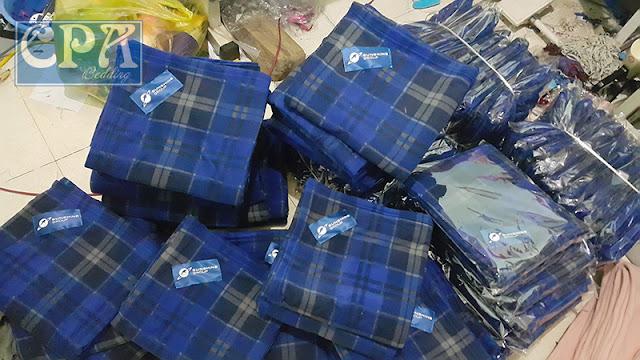 Chăn nỉ sản xuất cho Tập đoàn SunShine màu kẻ xanh đã đóng vào túi bóng kính