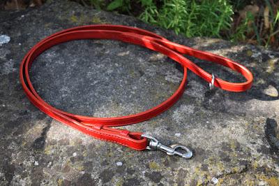 Guinzaglio in cuoio rosso da 150 cm con moschettone intercambiabile, fatto e cucito a mano.