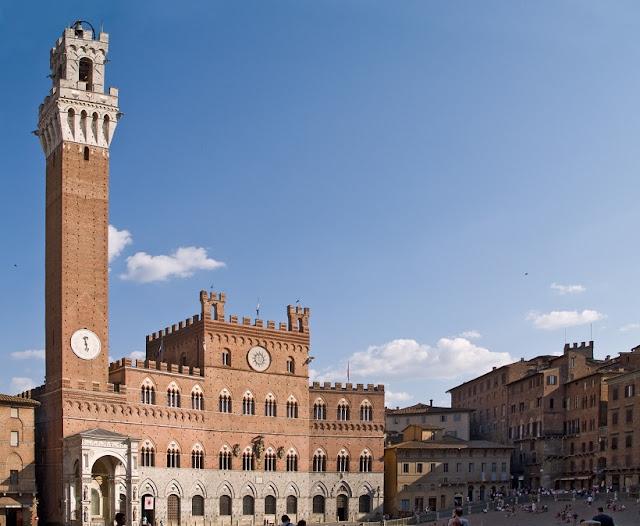 Informações sobre a Torre del Mangia em Siena