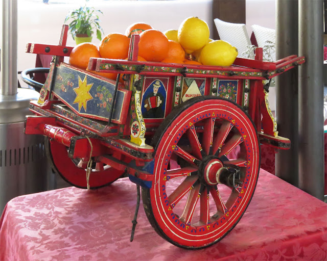 Model of a Sicilian cart, Piazza San Marco, Florence